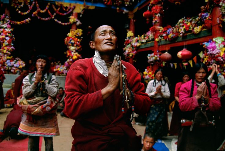 Pilgrim praying at the Buddhist academy of Larung Gar, near Serthar, Kham, Tibet, 2001