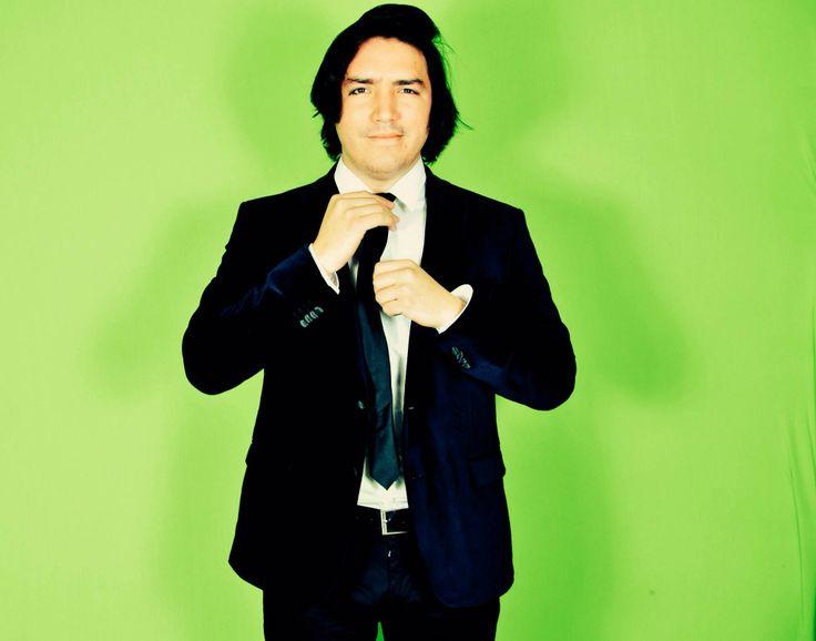 """Eduardo Gutiérrez Borges. Mejor conocido como Yayo Gutiérrez, hoy por hoy uno de los pioneros en YouTube, su personaje sarcástico es lo que lo ha llevado a la fama como el """"YouTuber mamón"""" pero sólo es un personaje. El es todo un genio, ha descubierto a muchos youtubers exitosos. Hace vlogs, series, música; todo para YouTube, es muy respetado por todos los youtubers. Su canal NoMeRevientes."""