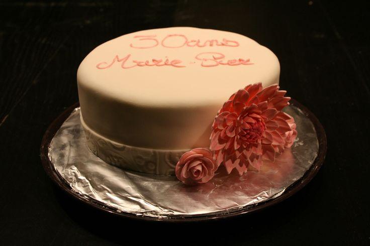 Vanilla and strawberries cake