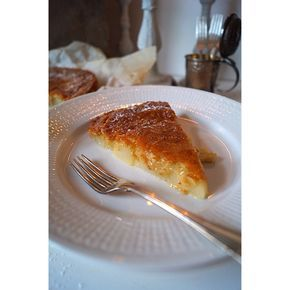 """Varmt Välkomna, Gustav Lagerträd heter jag. Frisör och dragshowartist vars största passion här i livet är bakning och allt runtomkring. Här kommer du kunna läsa om allt härligt jag hittar på i köket. Så följ med in så börjar vi ! En av 12 deltagare i """"Hela Sverige Bakar""""."""