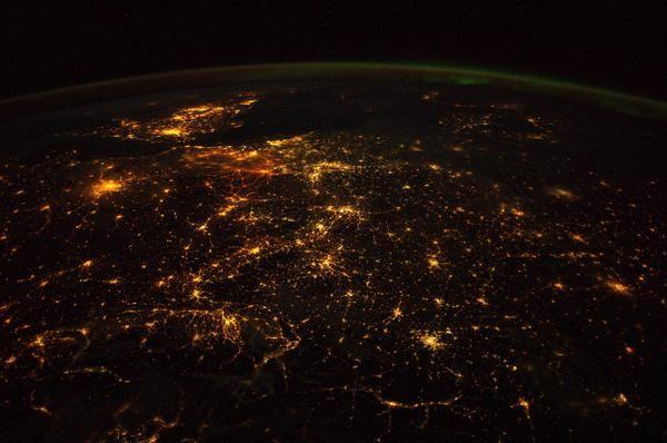 #Spacewalk | von Alexander Gerst via Pbs.twimg bearbeitet von Nachrichten-Redaktion ...