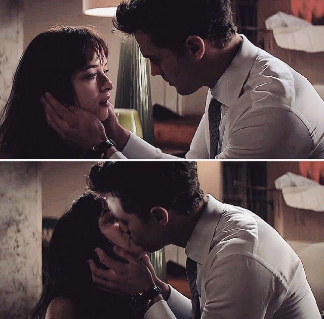 Fifty Shades of Grey Anastasia & Christian Grey kissing
