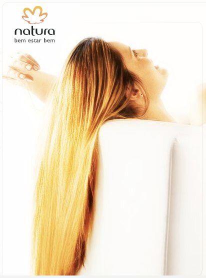 Vejo tantas mulheres com mil produtos, cuidados e tratamentos especiais para os cabelos, e nem sempre conseguem o resultado esperado. Poucas sabem que o erro pode estar logo no início: no banho, ao lavar os cabelos.rede.natura.net/espaco/diretoria