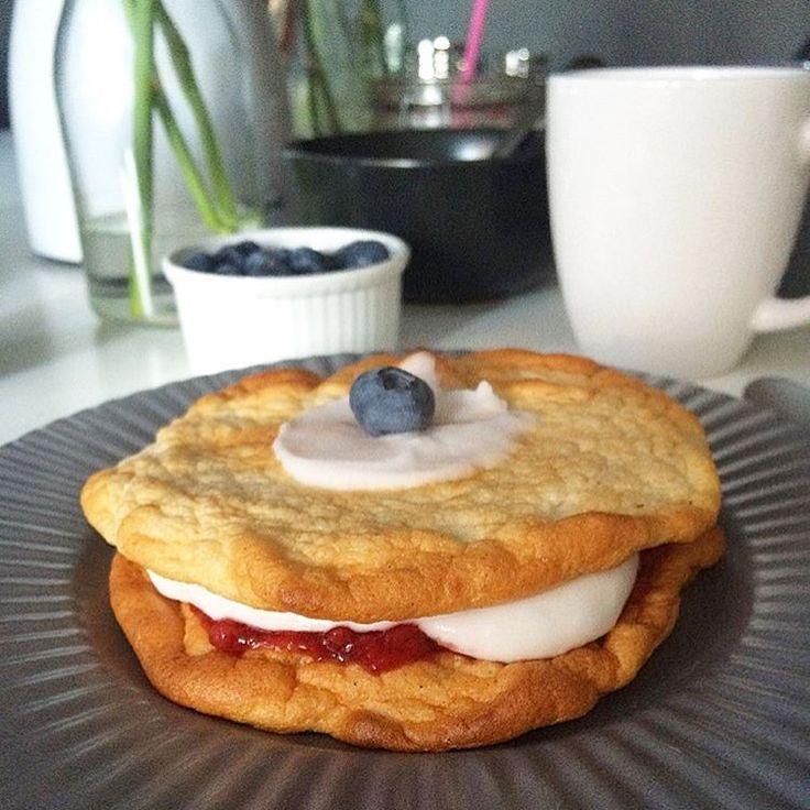 Snart er det fastelavnstid, endnu en undskyldning for at spise kage. 😂 Denne er efter opskrift af @helenes_sunde_koekken og de er bare gode 👌🏻 Sukker- og glutenfri bunde, med fyld af sukkerfri syltetøj samt kokosflødeskum mums! 😋😋 #kage#sundkage#fastelavn#sukkerfri#dessert#sunddessert#sund#sundhed#glutenfri#helenessundekøkken#sundopskrift#snack#fitfamdk#healthy#healthytreat#healthydessert#fitfam#fitfood#foodpic  via ✨ @padgram ✨(http://dl.padgram.com)