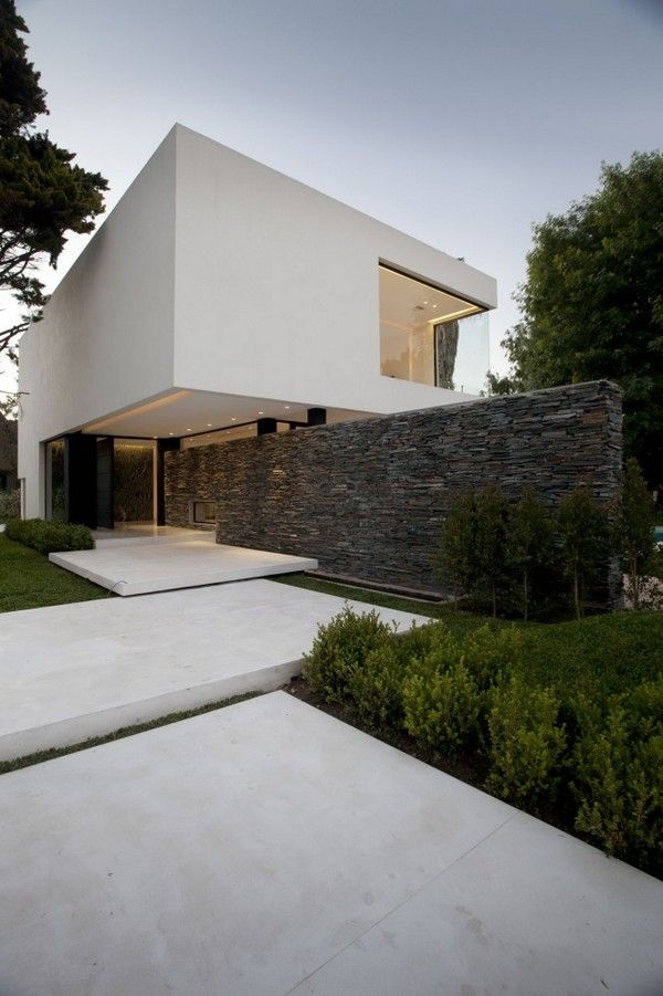 rustic stone beautifully contrasts with the white walls {carrara house}.