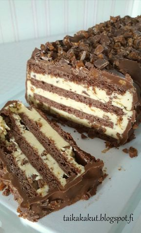 Moi! Kokeilin nuoremman tyttären nimipäiväksi tätä suosittua Kinuskikissan Daim-halkoa. Kakku oli mielestäni jonkun verran työläs ja moni...
