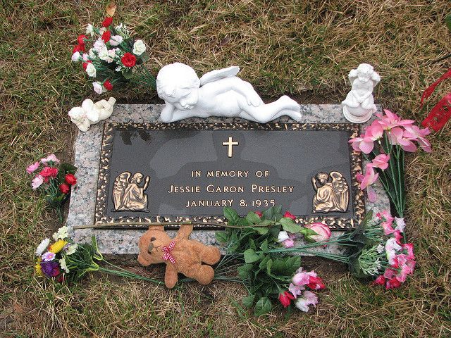 """Elvis's stillborn twin,Jessie Garon Presley's, Grave. His middle name is spelled """"Aron"""" because of his brother's middle name """"Garon"""","""