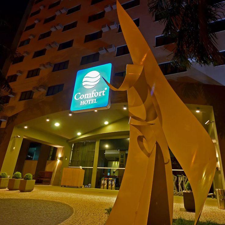 Fachada do Comfort Hotel Goiânia emGoiás - Brasil  Matéria completa:http://bit.ly/chgoi - --- - --- -  #comfort #comforthotel #Brasil #Hotel #PerfeitoPraVocê @atlanticabrasil #goiania #goiânia #goianiawalk #goianiacity #conhecagoiania #blogueirorbbv #azulmagazine #MTur #ViajePeloBrasil #DicasdeDestino #BelezasdoBrasil #PartiuBrasil #decolar #VoeGOL #travel #LoveTravel #TravelLove #viajem #viagem #ComerDormirViajar #ZHlugaresqueamo