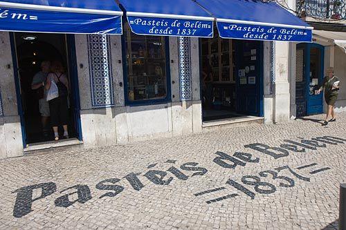 Pasteis de Belem, Lisbonne. L'escale à surtout ne pas râter si vous êtes de passage à Lisbonne. Vous y dégusterez les meilleurs pateis de nata qu'il existe !!