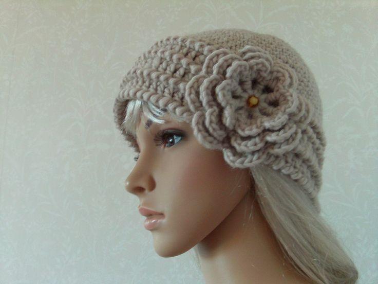 Crocheted hat beige