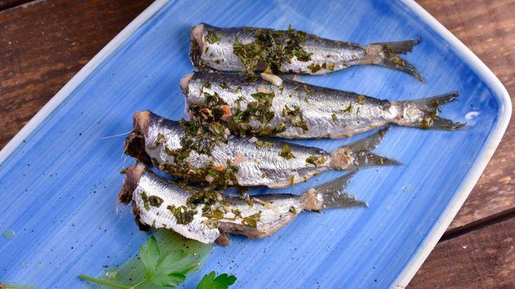 Grecia. Sardinas al horno con patatas a la griega (Sardella sto furno) - Receta - Canal Cocina