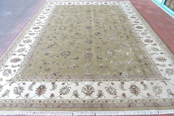 Rug Direct offers wide range of silk rug to prestigious clients at affordable rates in New Zealand.
