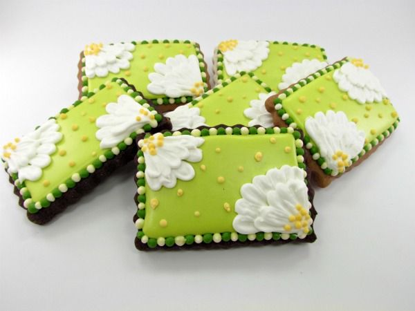 Daisy Cookies ~ love the fresh green background :-))