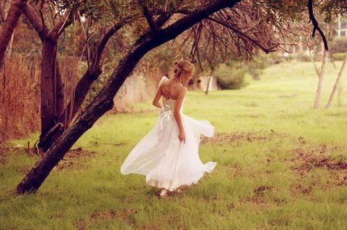 .: Outdoor Wedding, Pictures Ideas, Photo Ideas, Runaway Bride, Bride Photo, Wedding Photo, White Dress, Dresses Time, Wedding Pictures