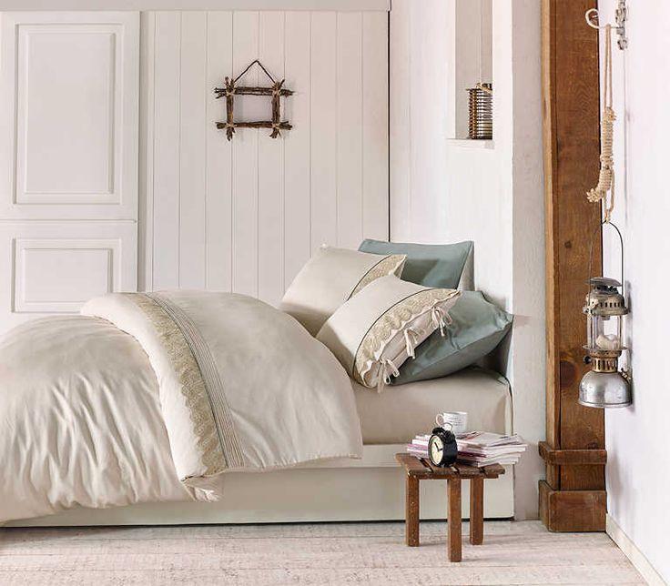Lenjeria de pat din bumbac organic Tugsen Crem Cearşaf pat: 240×260 cm Cearşaf pilotă: 200×220 cm Feţe pernă: 50×70 cm – 4 buc Material: 100% Bumbac organic certificat GOTS