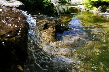 Wasserfall im Garten Hotel Ochensberger.