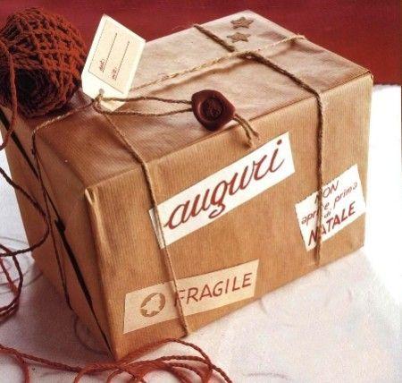 Lavoretti di Natale, crea con fantasia un pacchetto regalo
