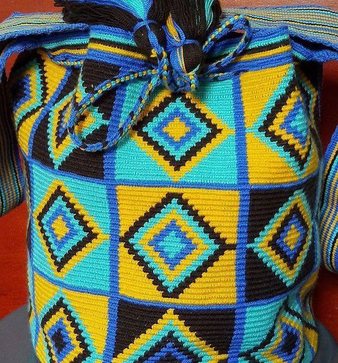 64 отметок «Нравится», 1 комментариев — Wayuu Boutique (@boutiquewayuu) в Instagram: «Wayuu bags #wayuubags #bolsaswayuu #wayuumochilas #missbags with @boutiquewayuu. Variety of designs…»