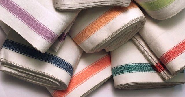 Cos'è e Come si usa lo Strofinaccio in Casa? Lo Strofinaccio è uno straccio usato per asciugare o pulire strofinando nei vari lavori domestici...