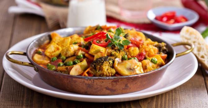 Recette de Wok de tofu aux légumes spécial cuisine végétarienne. Facile et rapide à réaliser, goûteuse et diététique.