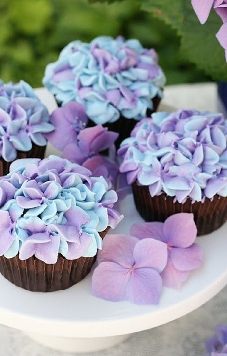 Learn how to make these gorgeous Hydrangea Cupcakes from Glorious Treats