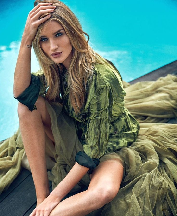 Rosie Huntington-Whiteley in the pages of Elle Uk | UniLi - Unique Lifestyle