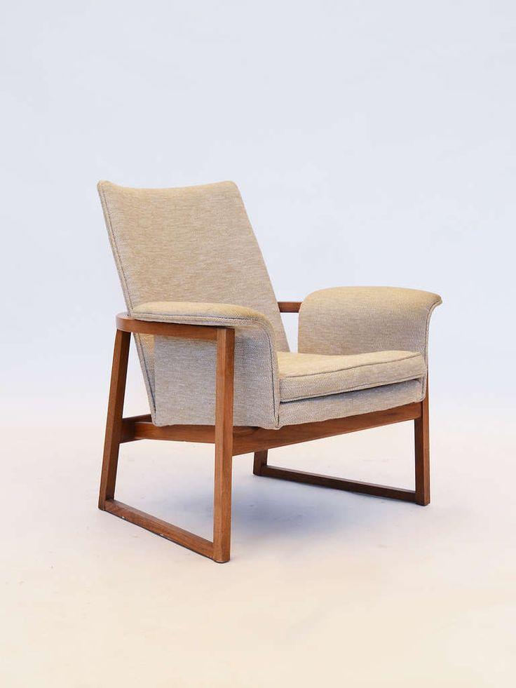 Jens Risom; Walnut Lounge Chair, 1960s.