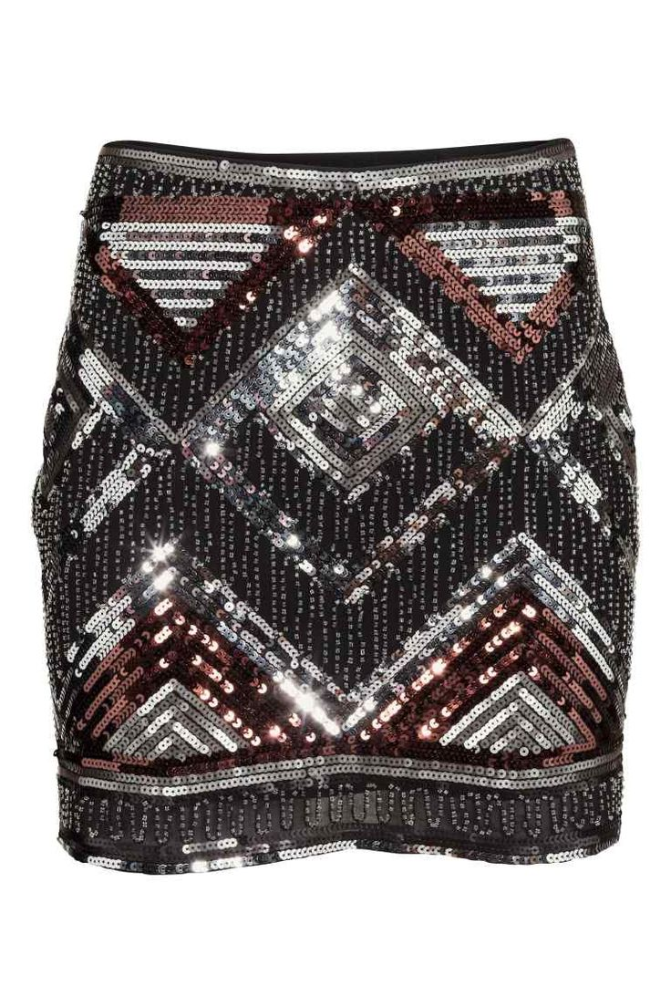 Юбка с вышивкой пайетками: Короткая юбка из ткани, расшитой пайетками. Сбоку на юбке потайная молния. На подкладке.