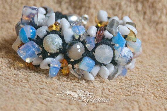 Macrame bracelet with stones  agate amber onyx jade by Splatane, €9.00