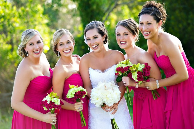 Fuchsia is next Spring bright color for wedding ! Dynamic and feminine, the contrast with the bride's dress is wonderful. Photo by Dana Goodson Photography. An inspiration from the blog Every Last Detail.