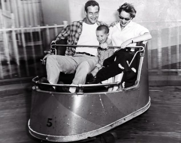 Newman with first wife Jackie Witte and their young son Scott in 1955. Scott tragically died of a drug overdose in 1978. Newman started the Scott Newman Foundation to help others recover from drug addiction. The actor was also known for his philanthropic work fudned by the sale of his 'Newman's Own' products.