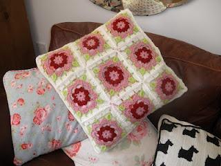 My first cushion! Crochet dog rose granny - The Felt FairyFelt Fairy'S, Felt Fairies, Fairies Awesome, Crochet Dogs, Fairies Frickin, Dogs Rose, Fairy'S Frickin, Fairy'S Awesome, Awesome Cushions