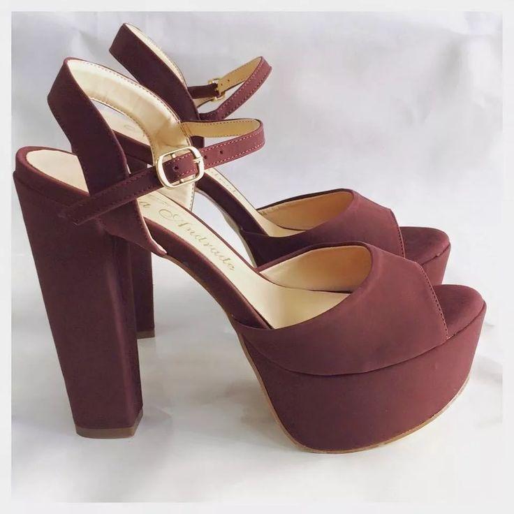 sandália camurça salto alto grosso preto marca leluel shoes