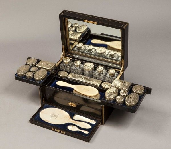 A Fine Ladies Antique Vanity Case  (England) ca.1890.