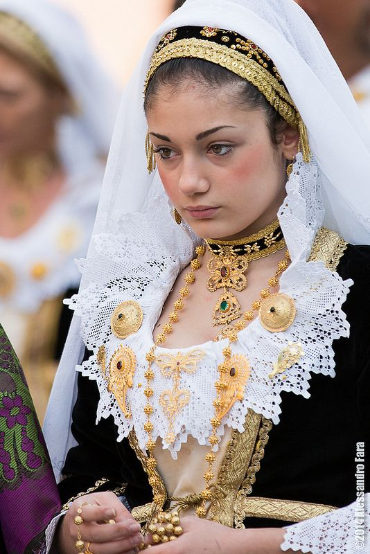 Folk costumes from Sardinia, I love these ones more! ^_^