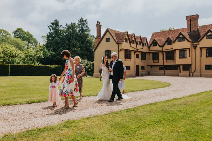 Here comes the bride! The bridal party make their way from @uftoncourt house to the Tithe Barn for the ceremony. Photo by Benjamin Stuart Photography #weddingphotography #uftoncourt #bridalparty #brideandparents #flowergirl #herecomesthebride