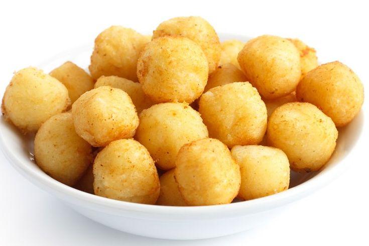 Le crocchette di patate al forno sono una variante light delle classiche crocchette fritte. Ecco la ricetta ed alcune varianti per farcirle e renderle ancora più irresistibili