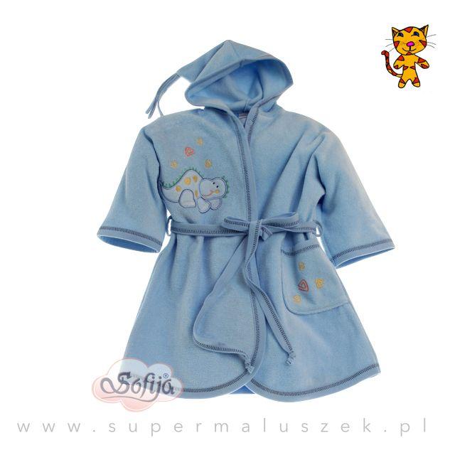 Niebieski szlafroczek Sofija. Aplikacja dinozaura dodaje mu uroku. Szlafroczek jest pięknie zapakowany, idealnie nadaje się na prezent dla małego chłopca. #supermaluszek #szlafrok #kapiel #dziecko