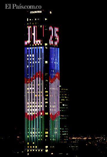 TORRE COLPATRIA SE VISTE CON LA BANDERA DE CALI COMO HOMENAJE EN SU CUMPLEAÑOS 477 En conmemoración de los 477 años de Cali y con motivo de la inauguración de los Juegos Mundiales, la Torre Colpatria de Bogotá rinde homenaje a Cali con show de luces.