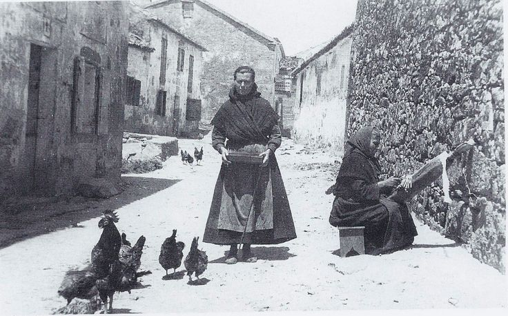 Camariñas 1929. Palilleiras na rúa