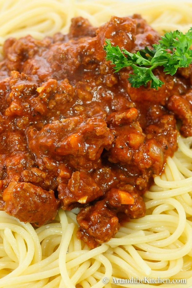 Rich and meaty Slow Cooker Spaghetti and Meat Sauce is so full of flavour! A hom…