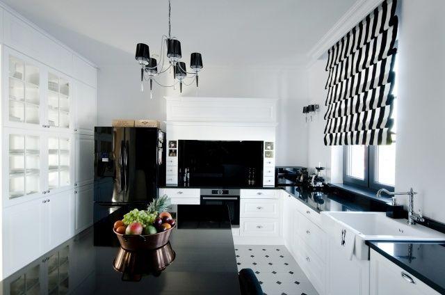 Okap obudowany masywną oprawą podkreśla styl kuchni. Fot. Meble Janas