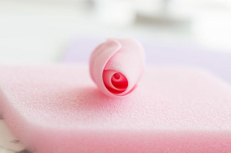 La producción de rosas de azúcar manual paso7