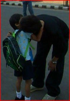 SRK kissing Aryan goodbye before school