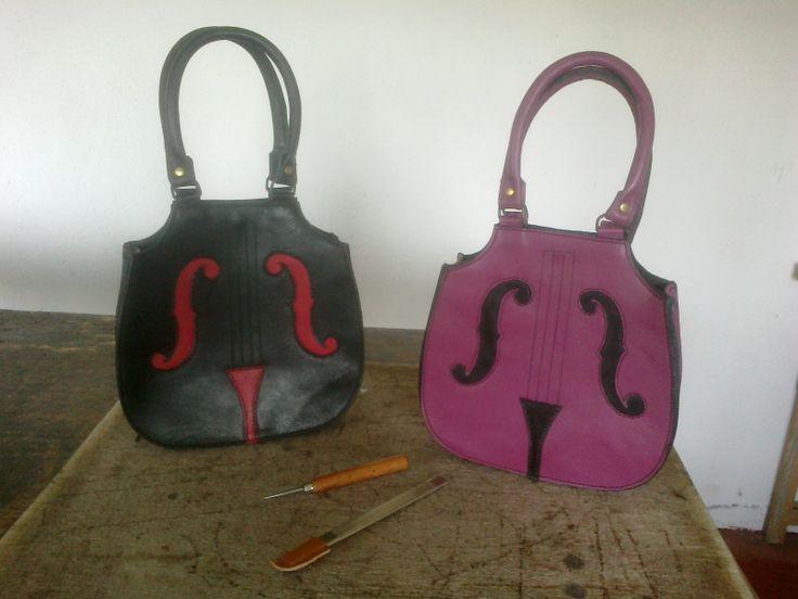 Bolsos-chello. Entra en nuestro facebook para saber más #leather #cuero #bag #bolso #violonchelo #chello #inspiracion