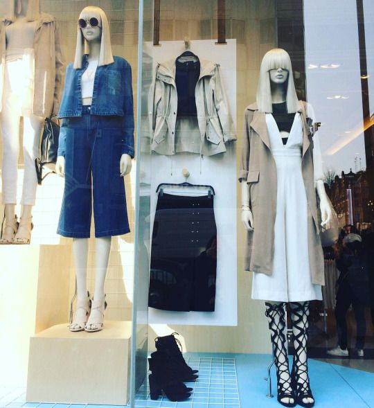 "FOREVER21,Oxford Street, London,UK, ""Fashion is a form of ugliness so intolerable that we have to alter it every six months"", (Oscar Wilde), photo by Trendz Bureau, pinned by Ton van der Veer"