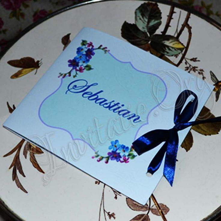 Invitatie Handmade cu flori bleumarie numai pe invitatie.org!