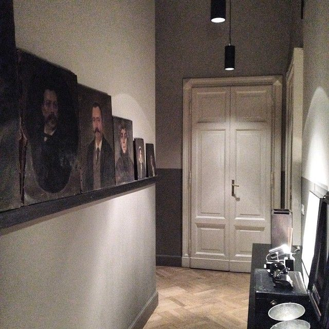 #rawmilano #athome #corridor #interiordesign #interiors #home #homedecoration #painting #collection #inspirations #decor
