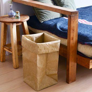 一瞬紙袋?と見まがうようなデザインです。 ゴミ箱だとわからないところがいいですね。