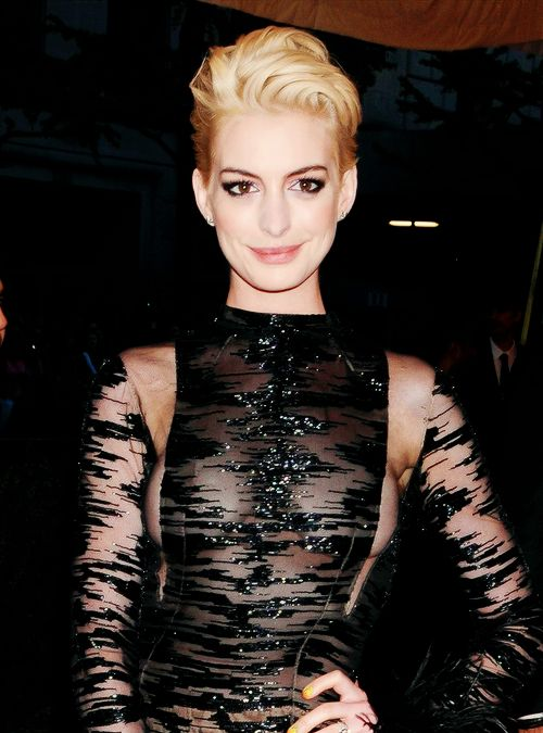 Anne Hathaway at Met Ball 2013